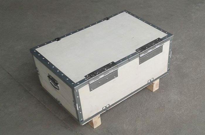 带合页的钢边包装木箱