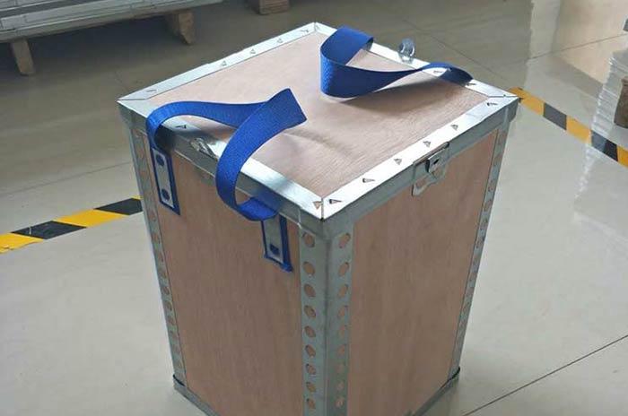 手提钢边箱